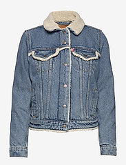 LEVI´S Women - ORIG SHERPA TRIM TRUCKER CONCR - vestes en jean - light indigo - worn in - 0