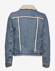 LEVI´S Women - ORIG SHERPA TRIM TRUCKER CONCR - vestes en jean - light indigo - worn in - 1