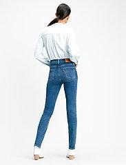 LEVI´S Women - 724 HIGH RISE STRAIGHT BOGOTA - straight jeans - med indigo - flat finish - 3
