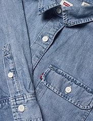 LEVI´S Women - OLSEN UTILITY SHIRT LOOSEY GOO - chemises en jeans - light indigo - worn in - 2