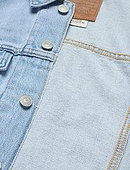 LEVI´S Women - LOOSE SLEEVE TRUCKER LOOSEY GO - denimjakker - light indigo - worn in - 5