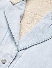 LEVI´S Women - REVERSIBLE SHERPA COAT REVERSE - lette frakker - med indigo - worn in - 5