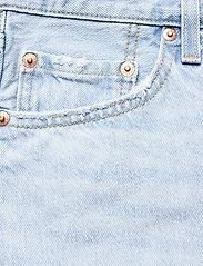 LEVI´S Women - 501 ROLLED SHORT LUXOR EROSION - light indigo - worn in - 2