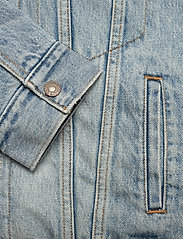LEVI´S Women - EXBF SHERPA TRUCKER STRANGERWA - denimjakker - light indigo - worn in - 3