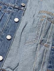 LEVI´S Women - NEW HERITAGE TRUCKER TURN THE - denimjakker - med indigo - worn in - 4