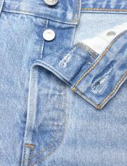 LEVI´S Women - 501 ORIGINAL SHORT LUXOR HEAT - denimshorts - light indigo - worn in - 3