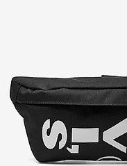 Levi's Footwear & Acc - Small Banana Sling - Wordmark - magväskor - regular black - 3