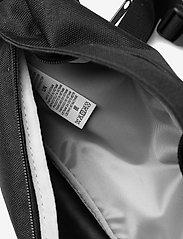 Levi's Footwear & Acc - Small Banana Sling - Wordmark - magväskor - regular black - 4