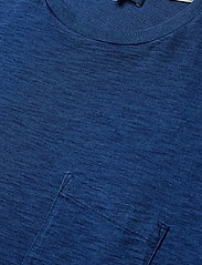 Levi's Made & Crafted - LMC POCKET TEE WASHED BLUE IND - basic t-shirts - blues - 2