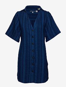 LMC FRIDA DRESS LMC INKY PONCH - BLUES