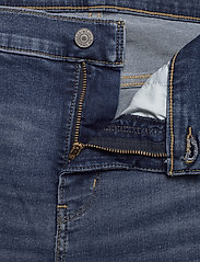 Levi's Plus Size - PL SHAPING BERMUDA PARIS RAIN - med indigo - worn in - 3
