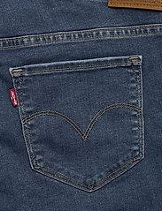 Levi's Plus Size - PL SHAPING BERMUDA PARIS RAIN - med indigo - worn in - 4