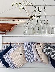 Lexington Home - Icons Cotton Herringbone Striped Potholder - pannulaput ja patakintaat - beige/white - 2