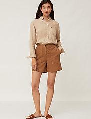 Lexington Clothing - Juliana Linen Blend Shorts - chino shorts - brown - 0
