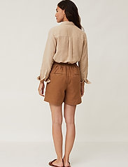 Lexington Clothing - Juliana Linen Blend Shorts - chino shorts - brown - 3