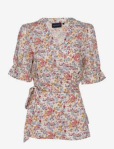 Tula Wrap Top - kortärmade blusar - meadow print