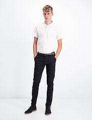 Lindbergh - Classic stretch chino W. belt - chinot - black - 0