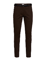 Classic stretch chino W. belt - DK BROWN