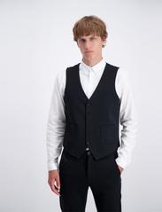 Lindbergh - Knitted waistcoat - waistcoats - black - 0