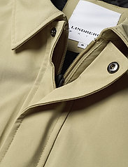 Lindbergh - Technical mac coat - kevyet päällystakit - sand - 3