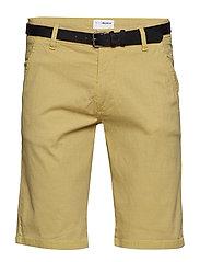AOP chino shorts w. belt - YELLOW