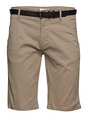 Classic chino shorts w. belt - DK SAND