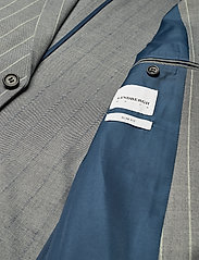 Lindbergh - Striped suit w/shorts - casual shorts - grey - 4