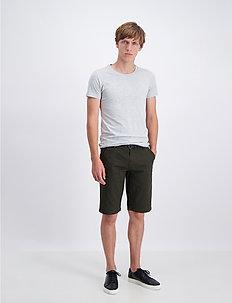AOP chino shorts W. belt - chinot - dk olive