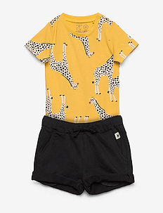 Set body aop   shorts Giraffe - 2-delige sets - dark dusty yellow