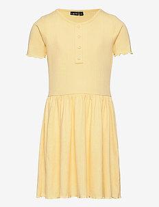 NLFNUNNE SS DRESS - kleider - mellow yellow