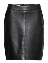 Aqua Skirt - BLACK
