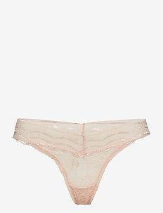 Leah string - blush