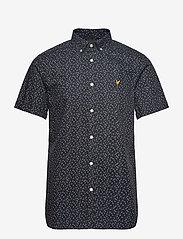 Lyle & Scott - SS Print Shirt - lyhythihaiset paidat - dark navy micro tile print - 0