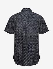 Lyle & Scott - SS Print Shirt - lyhythihaiset paidat - dark navy micro tile print - 1