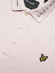Lyle & Scott - Seasonal Branded Collar Polo Shirt - polos à manches courtes - stonewash pink - 2