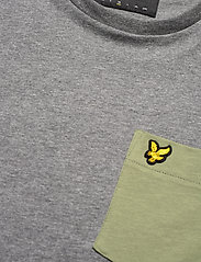 Lyle & Scott - Contrast Pocket T Shirt - t-shirts à manches courtes - mid grey marl/ moss - 2