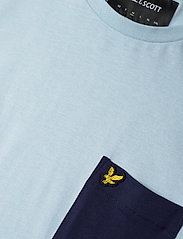 Lyle & Scott - Contrast Pocket T Shirt - t-shirts à manches courtes - pastel blue/ navy - 2