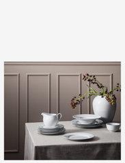 Lyngby Porcelæn - Rhombe Sausekanne 67 cl - sausenebb og sausekanner - white - 2