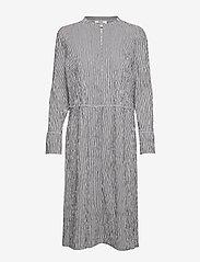 Mads Nørgaard - Crinckle Pop Dupina - midi kjoler - black/white - 1