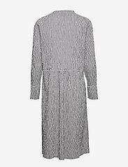 Mads Nørgaard - Crinckle Pop Dupina - midi kjoler - black/white - 2