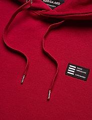 Mads Nørgaard - New Standard Hoodie Badge - basic sweatshirts - rio red - 2