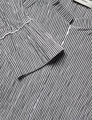 Mads Nørgaard - Crinckle Pop Dupina - midi kjoler - black/white - 3