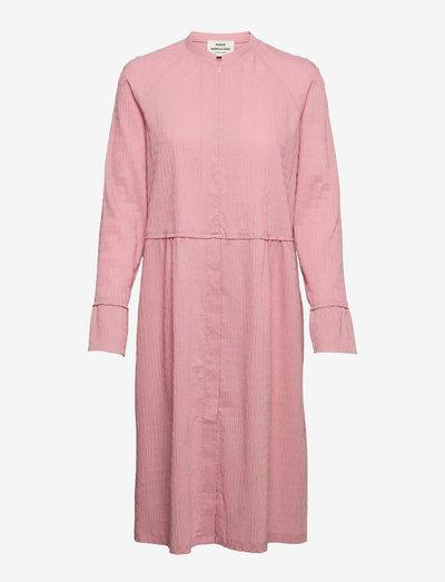 Crinckle Pop Dupina Dress - sommarklänningar - multi strawberry pink