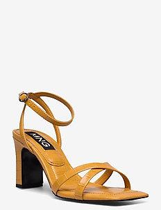 OMG1 - högklackade sandaler - mustard
