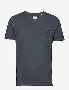 T-shirt, short sleeve, v-neck, raw - basic t-shirts - total eclipse