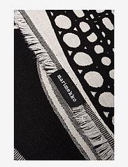 Marimekko Home - SIIRTOLAPUUTARHA BLANKET - blankets - ecru, black - 1