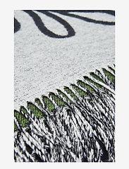 Marimekko Home - ELÄKÖÖN ELÄMÄ BLANKET - tæpper - white, black, green - 1