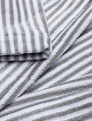 Marimekko Home - SIRO MARI BATHROBE - bathrobes - grey, white - 2