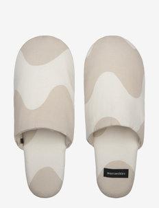 LOKKI SLIPPERS - hausschuhe - white, beige