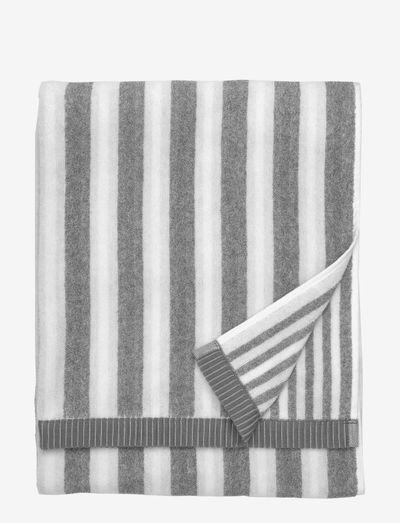 KAKSI RAITAA BATH TOWEL 70X150 - håndklæder - white/grey